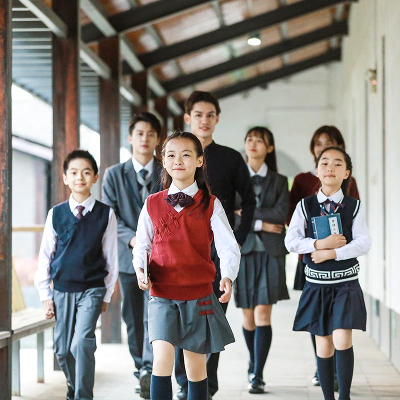 在哪里可以定做中学生校服?