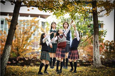 英伦风贵族学校校服的穿着规范