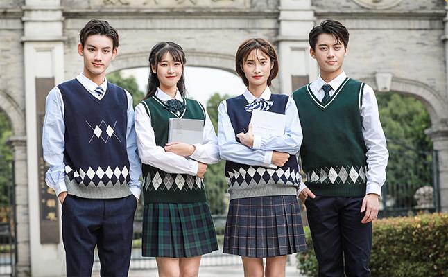 国外的一些学校如何看待学生穿校服