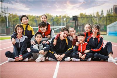 哪里可以定做小学生校服?在定制校服时应该注意什么?
