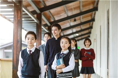 为什么中国校服基本都是运动款?