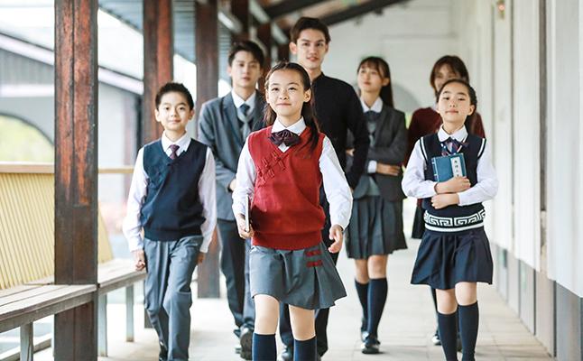 小学生夏季校服更适合使用什么面料?
