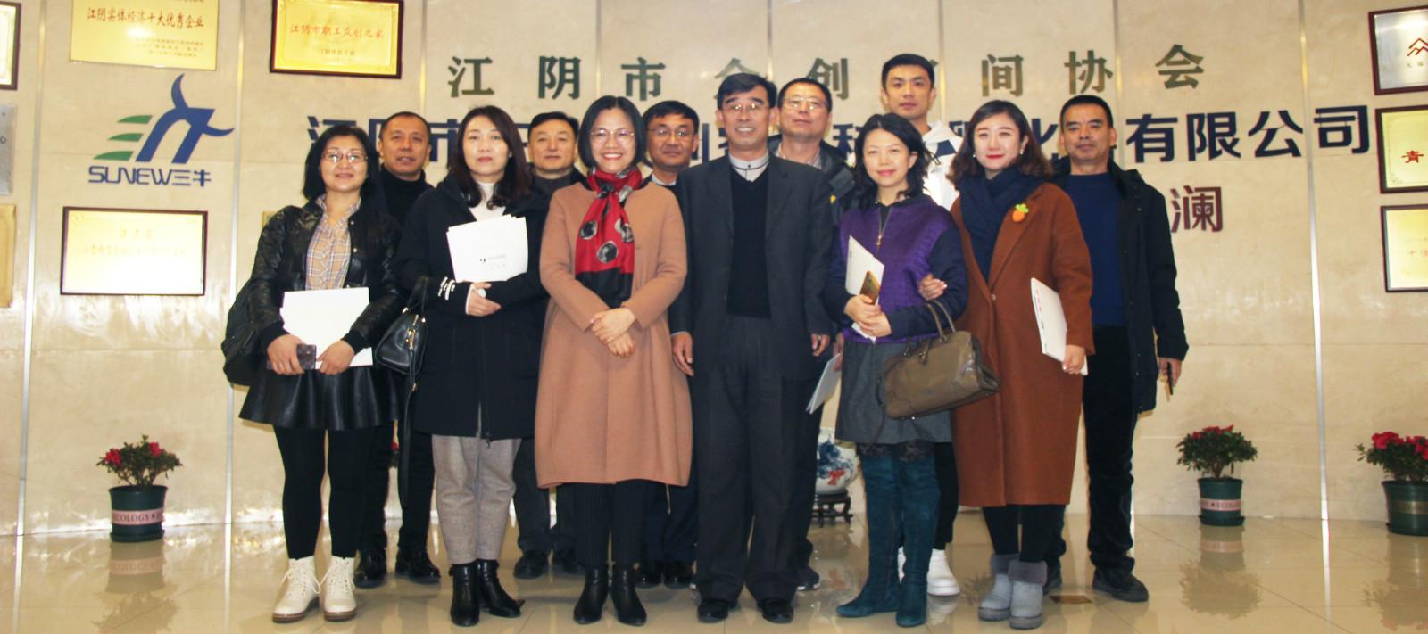 热烈欢迎大庆市教育局德育处王维志主任及德育校长们一行莅临江苏圣澜
