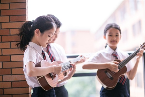 制服装校服上热门,中国校服已步入多元化发展阶段