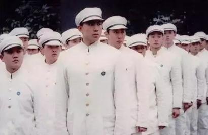 国潮降临,看到这些属于我们的中式校服,我振奋了!